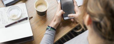 De etiquette op het werk voor een professioneel en correct gebruik van je mobiele telefoon heeft te maken met de manier waarop je het apparaat gebruikt wanneer je een werkruimte met collega's deelt.