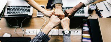 Als je werkt met mondiale teams, moet je rekening houden met cultuurverschillen en tijdzones.