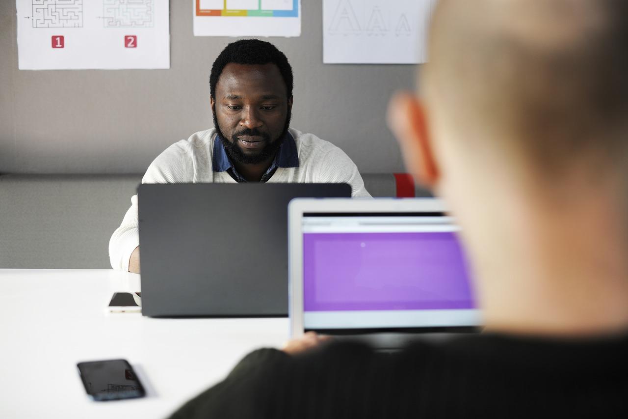 Je nieuwe werknemers goed ontvangen op hun eerste werkdag is fundamenteel voor een bloeiende professionele relatie